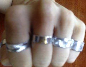 Anéis não combinam com soco.